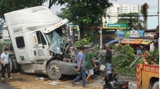 Tin tức tai nạn giao thông ngày 1/10: Xe container đâm xe tải tại TP.HCM