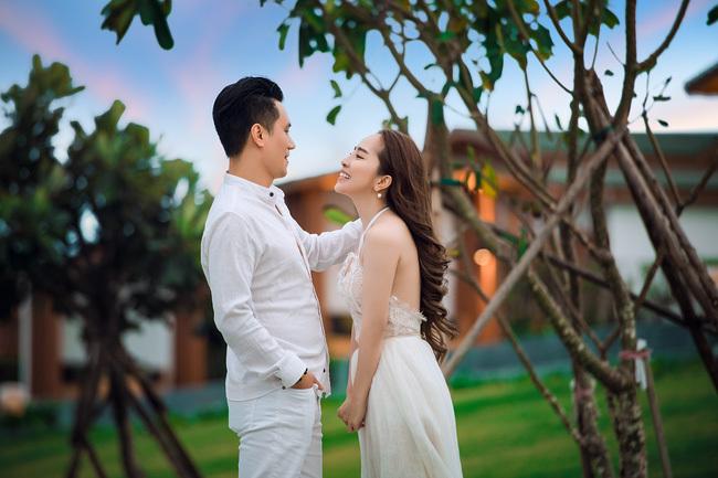 Mặc tin đồn hẹn hò, Việt Anh và Quỳnh Nga công khai tình tứ bên nhau