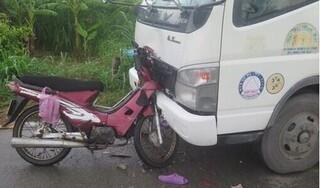 Xe máy tông trực diện xe tải, hai vợ chồng tử vong