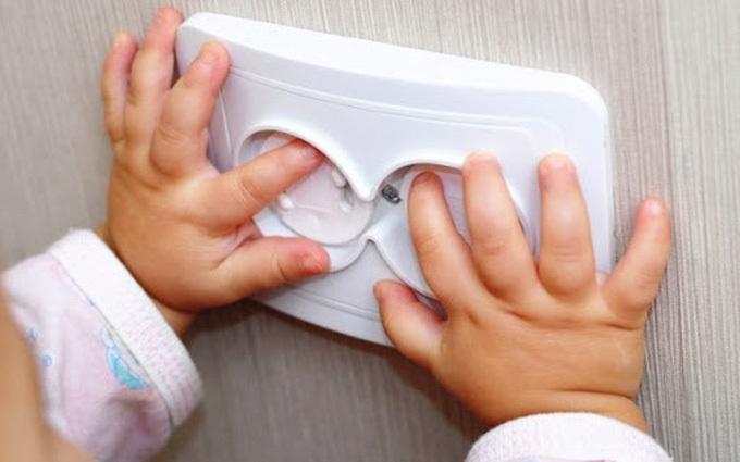 Cà Mau: Điện giật khiến 2 cháu bé tử vong thương tâm