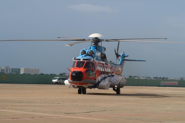 Đưa ngư dân bị đột quỵ trên biển về đất liền điều trị bằng trực thăng