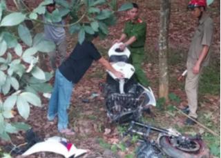 Mô tô phân khối lớn gãy đôi sau cú tông xe máy, tài xế tử vong tại chỗ