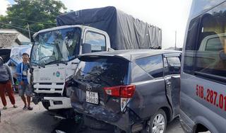 7 ô tô tông liên hoàn trên quốc lộ 1, giao thông ùn tắc nghiêm trọng