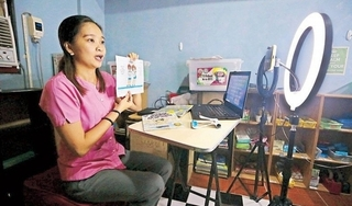 Học sinh Philippines bắt đầu năm học mới theo hình thức trực tuyến