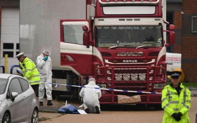 Tòa án Anh xét xử 4 bị cáo vụ 39 người Việt chết trong container