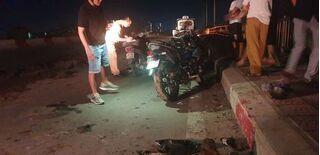 Truy tìm ô tô đổ bùn đất ra mặt cầu khiến 2 người đi xe máy ngã nhập viện