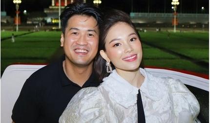 Linh Rin - Phillip Nguyễn quấn quýt như vợ chồng son khi vi vu cùng hội bạn