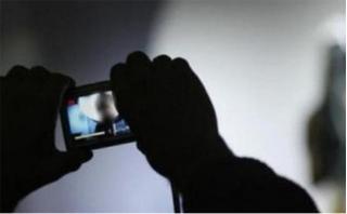 Tung 'ảnh nóng' người yêu cũ lên mạng xã hội sẽ bị xử lý thế nào?