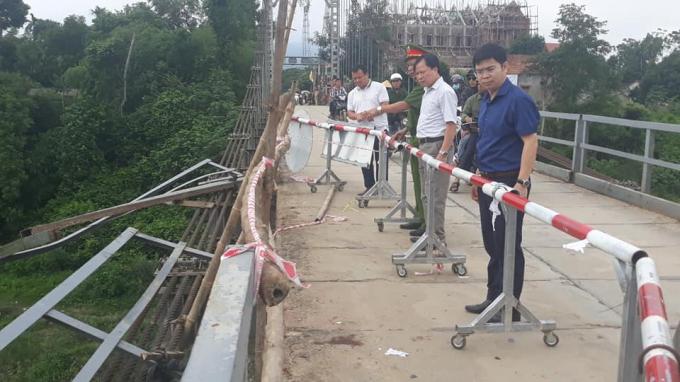 Vụ ô tô lao xuống sông: Cầu treo đã xuống cấp sau 33 năm, đề nghị xây cầu mới