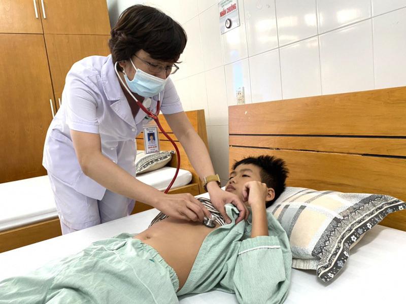 Bé trai 11 tuổi nhập viện nguy kịch sau khi uống thuốc hạ sốt tại nhà