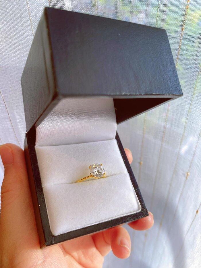 Bảo Thanh hạnh phúc khi được chồng tặng nhẫn kim cương nhân kỷ niệm 11 năm ngày cưới