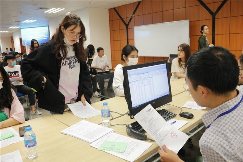 Hồ sơ nhập học của tân sinh viên cần những gì?