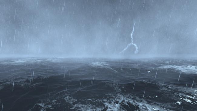 Áp thấp trên Biển Đông tiến sát đất liền