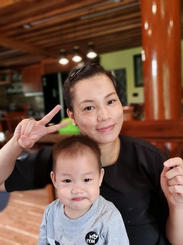Bà xã Xuân Bắc bất ngờ đăng ảnh thai đôi kèm chú thích: 'Bảo sao cứ khó chịu trong người'