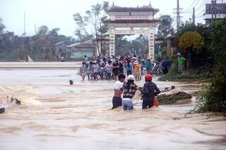 Miền Trung mưa dồn dập, 5 người ở Quảng Trị chết và mất tích trong lũ