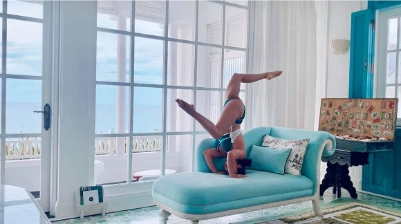 Ốc Thanh Vân khoe trọn vóc dáng qua loạt ảnh tập yoga trên ghế