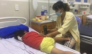 Bị rơi khi mẹ chở bằng xe máy, bé gái 4 tuổi bị chấn thương sọ não