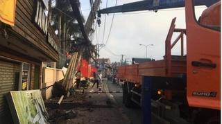 Tin tức tai nạn giao thông ngày 8/10: Nhóm trộm lái ô tô đâm gãy trụ điện, 2 người bị thương