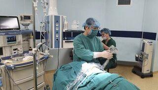 Bé trai đau ngực, buồn nôn do ruột non 'đi lạc' lên khoang màng phổi