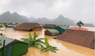 Lũ nhấn chìm nhiều ngôi làng ở miền Trung, giao thông chia cắt