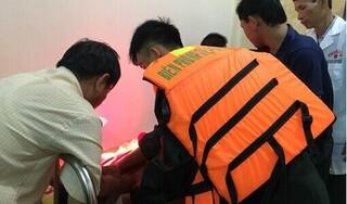 Ứng cứu kịp thời 5 thuyền viên trôi dạt nhiều giờ trên biển