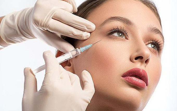 gười phụ nữ bị biến chứng nghiêm trọng sau khi tiêm dưỡng chất trẻ hóa da