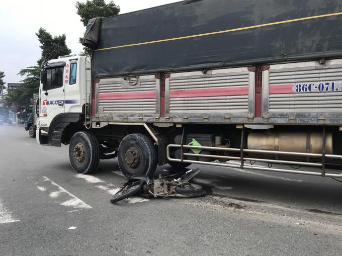 Xe tải va chạm với xe máy, 1 người tử vong