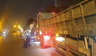 Phạt 150 triệu đồng 2 xe đầu kéo chở quá tải, tài xế 'câu giờ' 6 tiếng