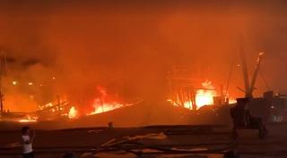 Cháy liên hoàn tàu cá trong đêm ở Nghệ An, ngư dân mất hàng chục tỷ đồng