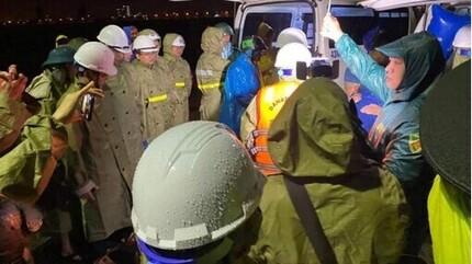 Nhiều tàu cá bị sóng đánh chìm, 3 thuyền viên mất tích ở Đà Nẵng