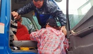 Vượt 20km đường lũ đưa sản phụ chuyển dạ đến bệnh viện sinh con