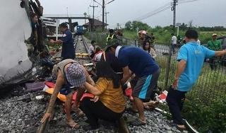 Tàu hỏa tông xe khách ở Thái Lan, ít nhất 17 người thiệt mạng