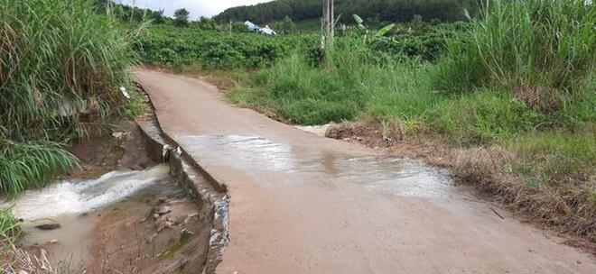 Người phụ nữ bị nước lũ cuốn trôi tử vong khi đang trên đường đi làm về