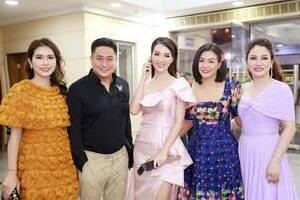 Cố vấn sắc đẹp - Hoa hậu Doanh nhân Xuân Hương khoe nhan sắc không tuổi tại đêm bán kết Hoa hậu Việt Nam 2020
