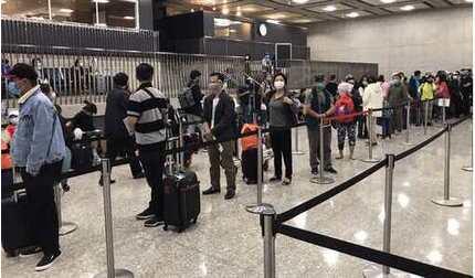 Đưa hơn 340 công dân Việt Nam từ Hoa Kỳ hồi hương an toàn