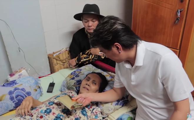 Nghệ sĩ Hoàng Lan liệt giường, sắp bị đuổi khỏi nhà, Đàm Vĩnh Hưng - Vũ Hà tặng 30 triệu đồng giúp đỡ