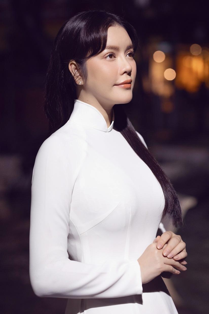Lý Nhã Kỳ gây thương nhớ với chiếc áo dài trắng tinh khôi