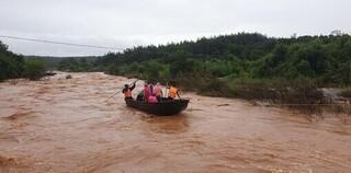 Tin tức trong ngày 12/10: Tìm thấy thi thể 2 học sinh mất tích trong lũ ở Quảng Nam