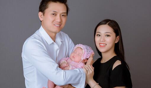 Quách Ngọc Tuyên cùng bà xã và con gái đi chụp ảnh cưới