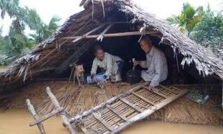 Chùm ảnh lũ lụt 'vùi dập' miền Trung khiến nhiều người không khỏi xót xa