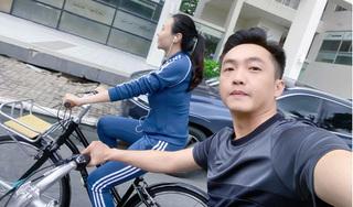 Khoe ảnh đạp xe, Cường Đô La vô tình để lộ vóc dáng Đàm Thu Trang sau sinh