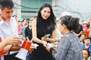 Thủy Tiên cùng loạt sao Việt kêu gọi cứu trợ người dân miền Trung chống lũ