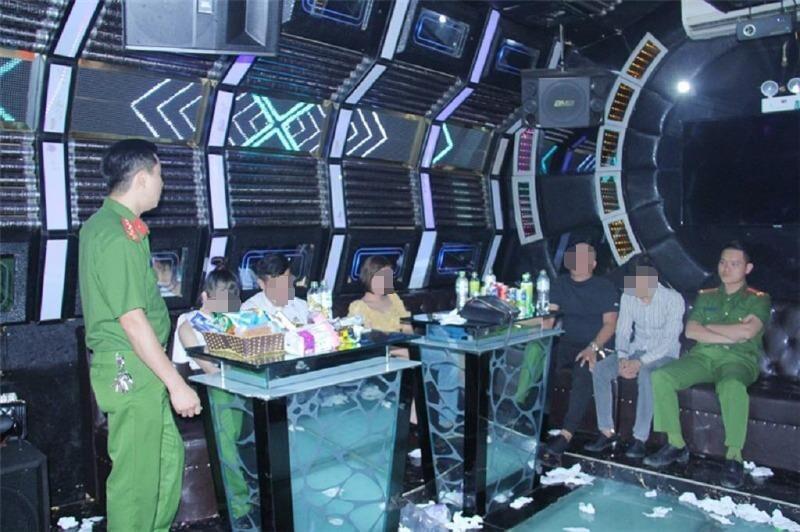 Bắt quả tang hàng chục nam nữ phê ma túy trong quán karaoke