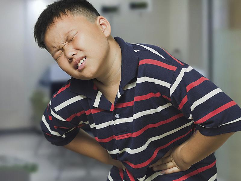 Sỏi tiết niệu hiếm gặp khiến trẻ nhỏ đau bụng, buồn nôn