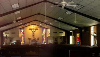 Một linh mục ở Mỹ bị bắt vì quan hệ tình dục với 2 cô gái trong nhà thờ