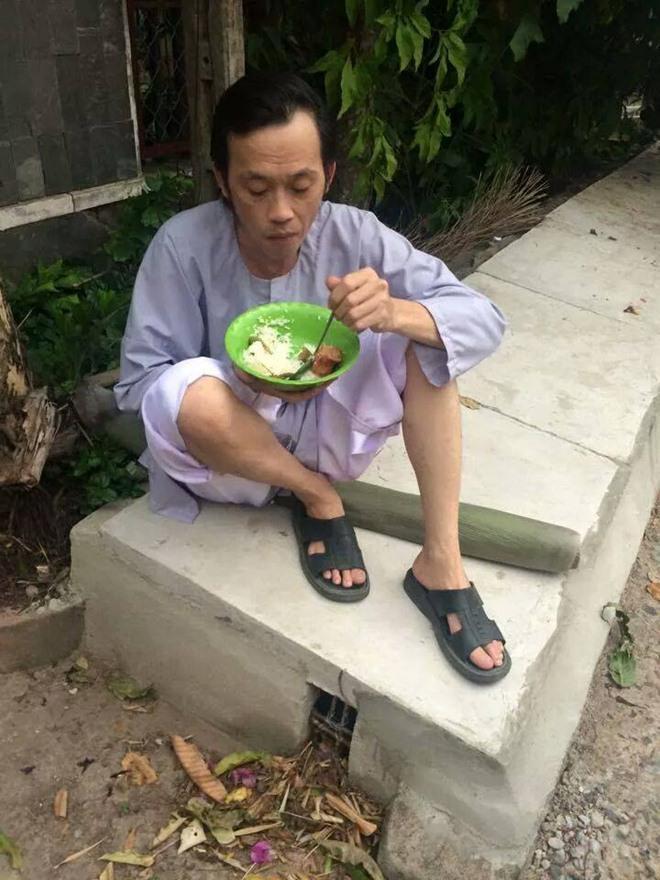 Ở khách sạn 5 sao nhưng nghệ sĩ Hoài Linh vẫn kêu khổ vì không được ăn cá khô và mắm