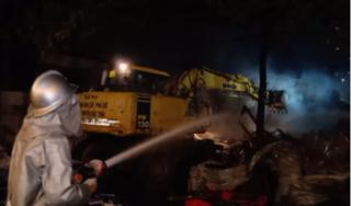 Kho chứa hàng ở Hà Nội bất ngờ bốc cháy ngùn ngụt
