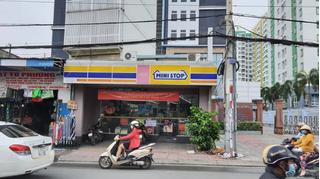 Truy tìm nam thanh niên dùng dao đe dọa để cướp cửa hàng tiện lợi