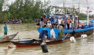 Tìm thấy thi thể 2 cha con vụ chìm tàu cá ở Quảng Nam