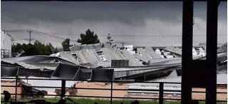 Lốc xoáy kinh hoàng cuốn phăng mái tôn, kéo sập nhà xưởng ở Tiền Giang